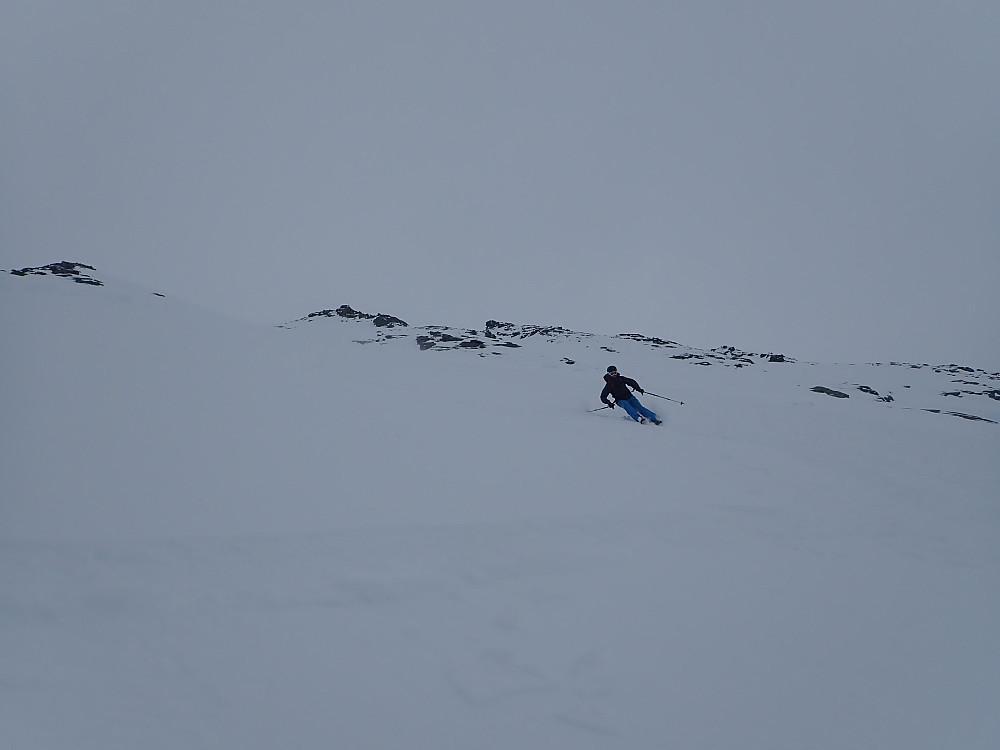Jon slipper på med nye ski.