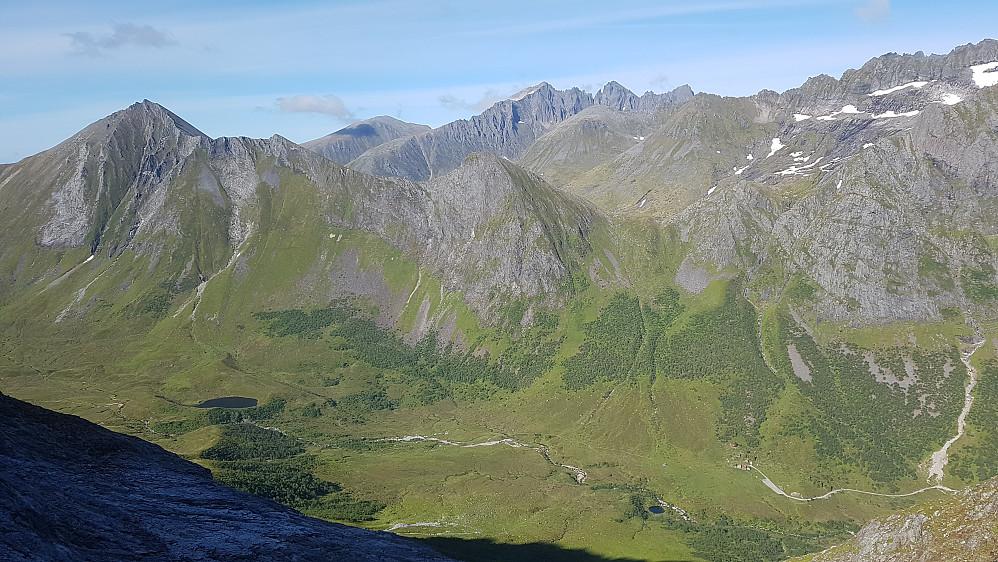 Romedalen og Steinstøylen. Vi gleda oss litt til å komme ned til syklene her.