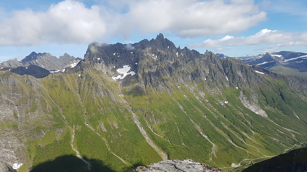 Fra toppen av Høgehornet, den siste toppen på ryggen over 1000 moh.