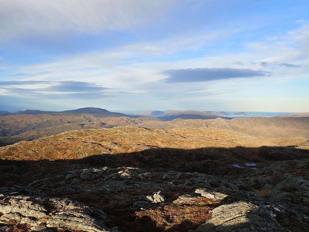 Fra Staurdalsegga mot Aurdalsheida (siste topp på tur to for dagen) og Stadlandet. En topp folk neppe besøker mer enn en gang.