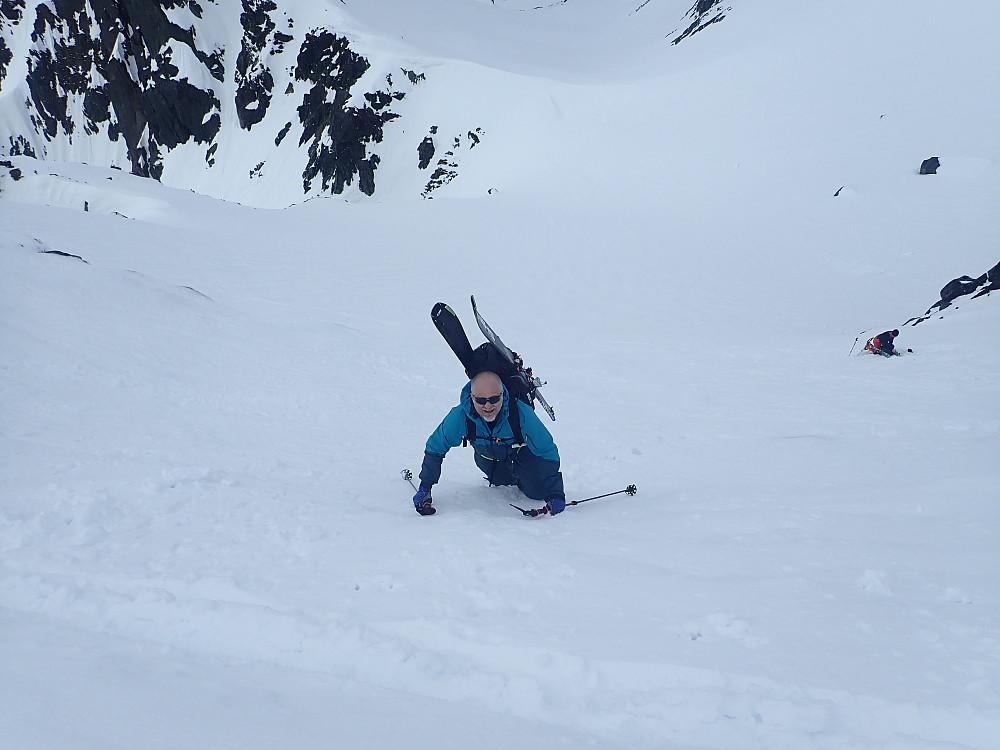 Arnt var ikke med og trente i renna to dager før, og i kombinasjon med diverse gamle skader som angivelig gir dårlig utslag i anklene, ble det derfor i bratteste laget å beholde skia på.