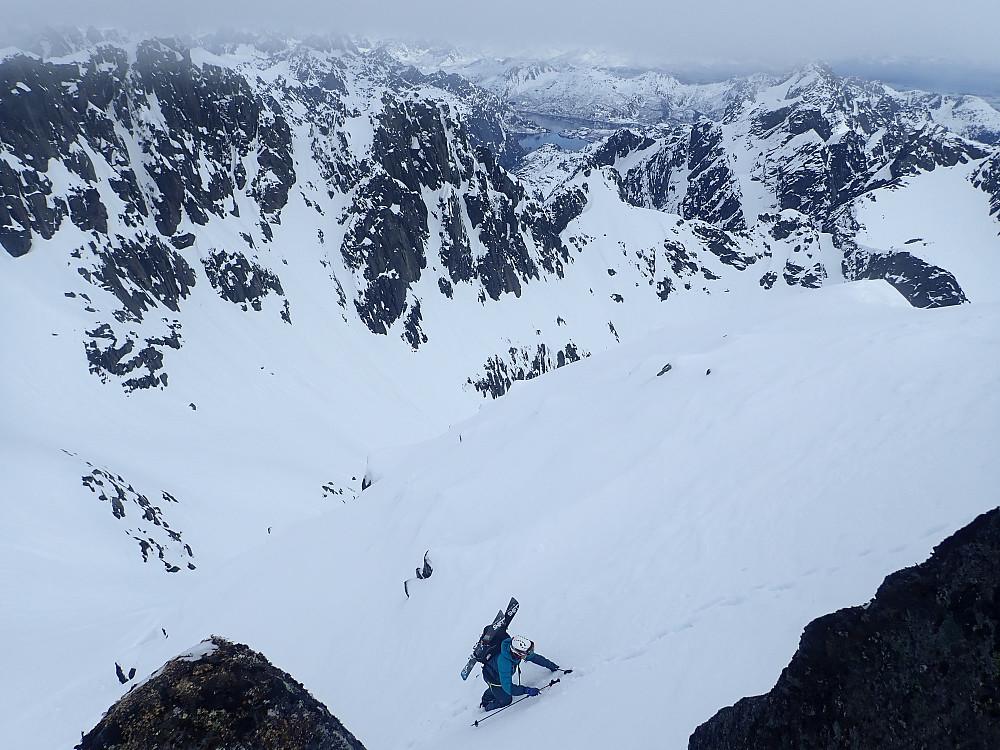 Arnt på de siste meterne opp den siste bratta. Her gikk alle med skia på sekk.