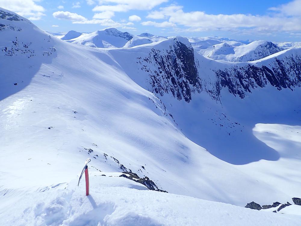 Topp 1334 sett fra 1362. Herfra var det lettgått langs ryggen videre til Ørnefjellet N2 der skia kom på igjen.