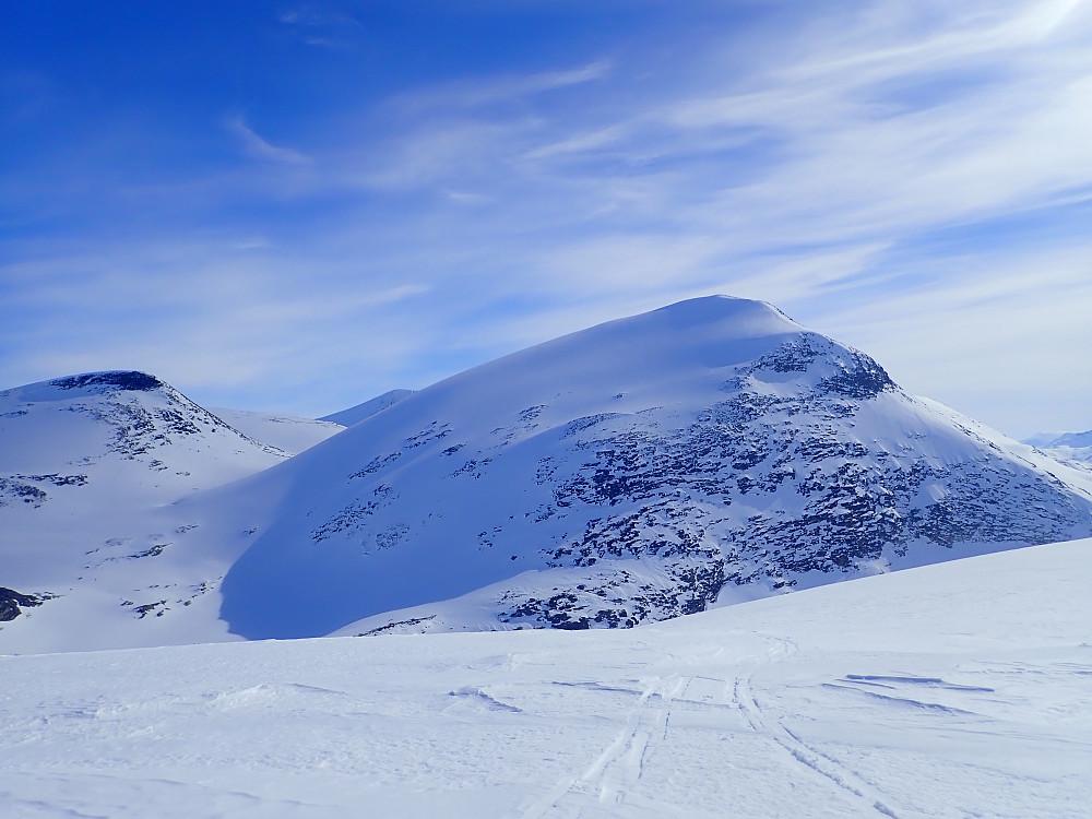 Før vi skulle videre opp til dagens nest siste topp, Småkoppegga Nord (midt i bildet), gikk vi innom den nokså anonyme knausen Kollen.