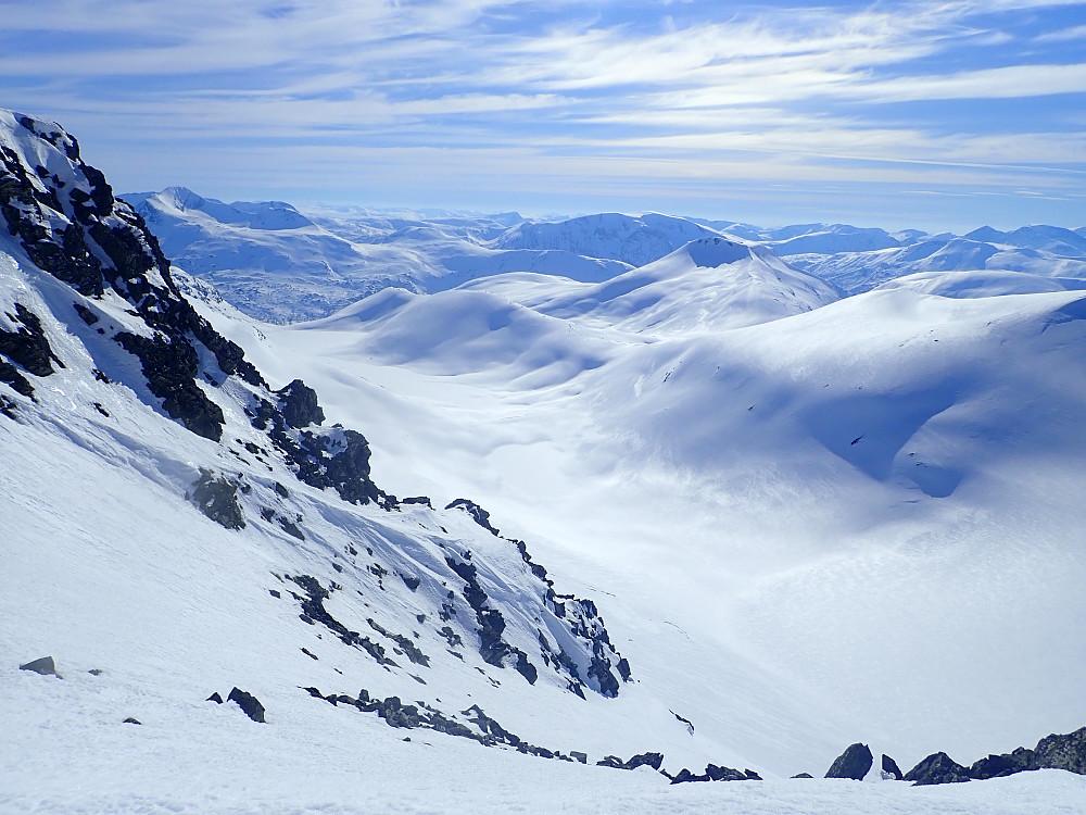 """""""Renna"""". Turid kvinnet seg opp og fulgte på med skia på beina til tross for at fall og utglidning kunne blitt uheldig. Snøen var heldigvis prima."""