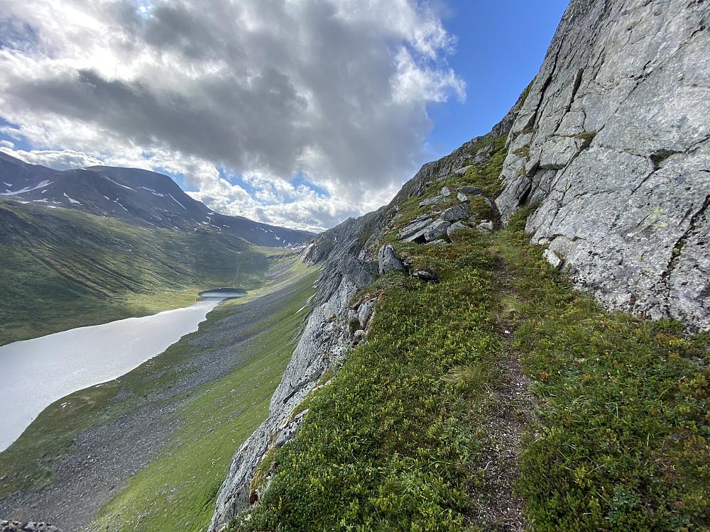 Stien i østsida på Vassdalsfjellet