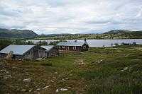 Då var det godt å kome seg ned til seters, etter ein lang toppturdag. Er på Veslsætre, med Elgvatnet i bakgrunnen.