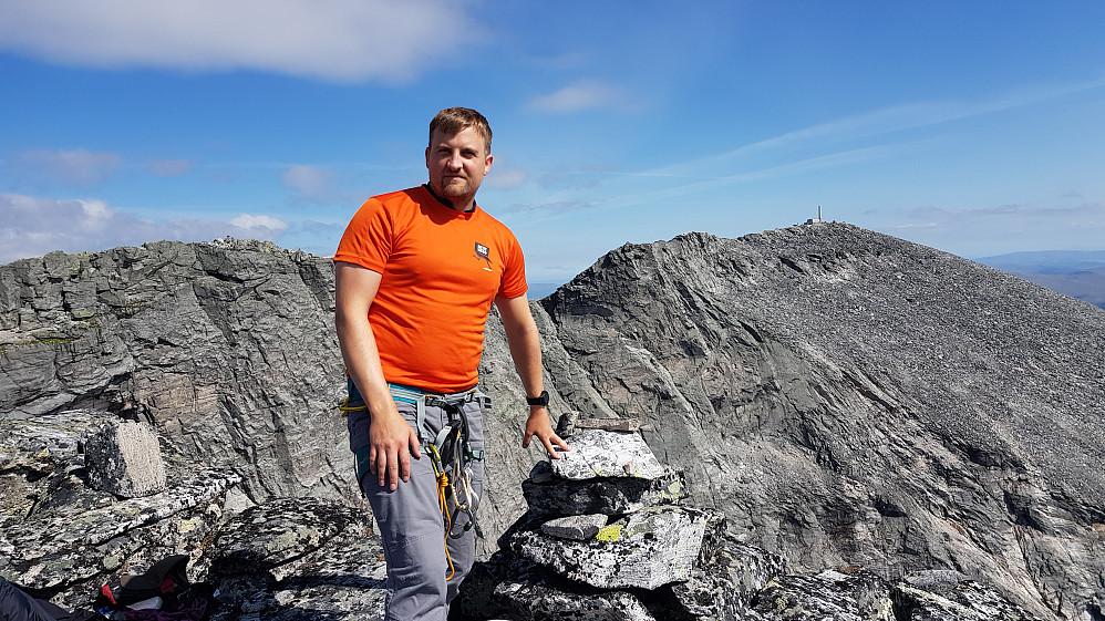 Meg på toppen av Hettpiggen med utsikt mot Snøhetta Stortoppen