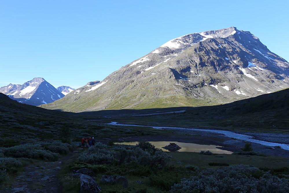 Dagens første turmål, Styggehøi (2213) - sett fra Tunet på Spiterstulen. Det ser ut til å bli en nydelig dag.
