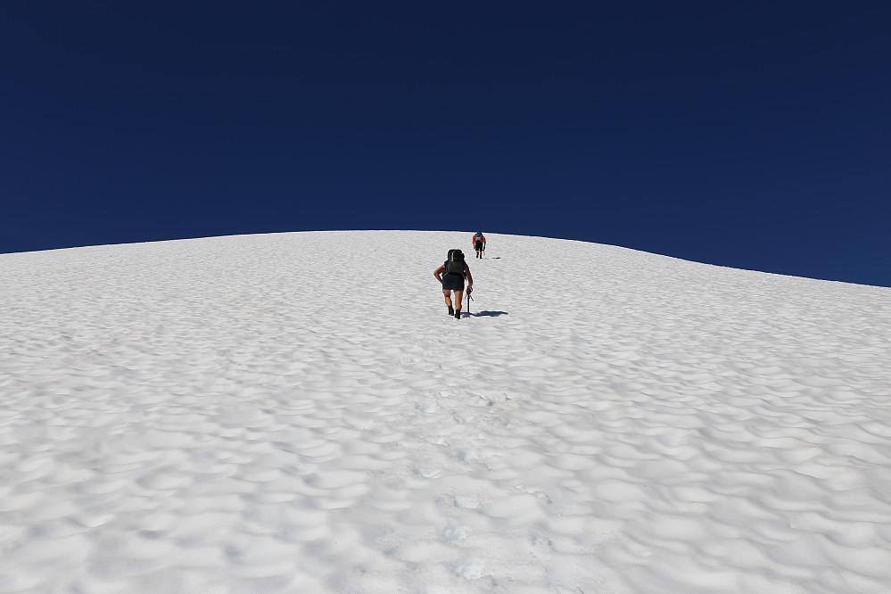 Grom motbakke mot toppen. Høy puls, men likevel en fin måte å komme til topps, med raske høydemetere.