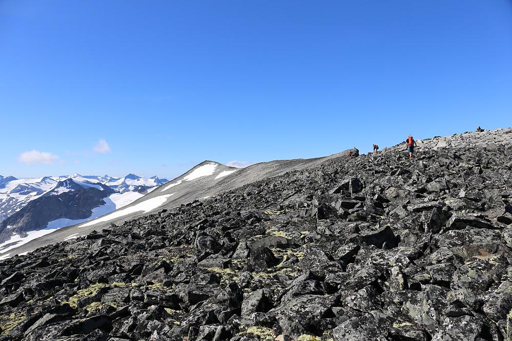 Vi er oppe på topp-platået på Styggehøi og første topp nærmer seg, Styggehøi øst (2200)
