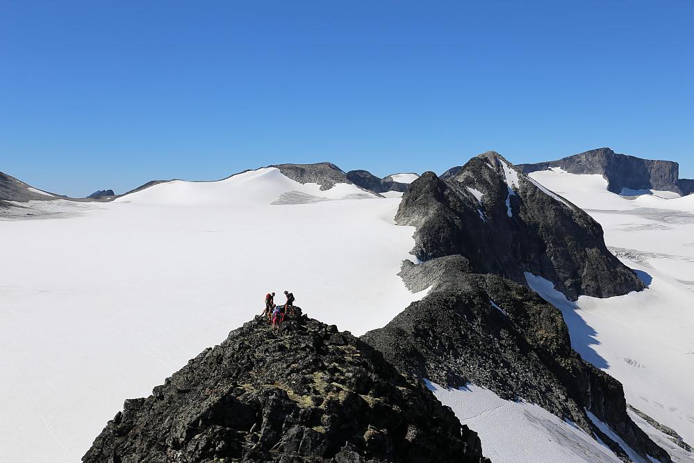 Nede på første vest-topp av Styggehøi. Bare cruising herfra. Sjekk det været, da!