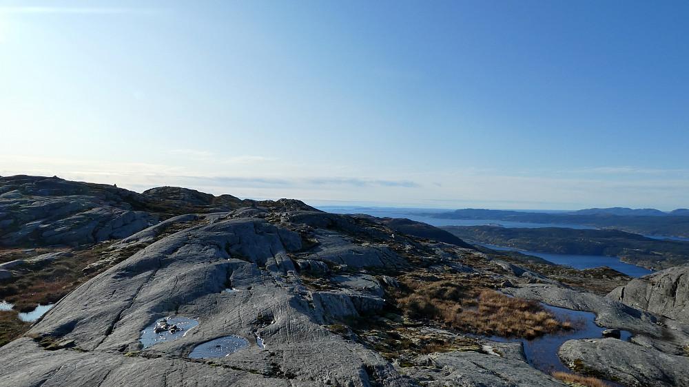 Toppen av Blåheia lengst der borte.