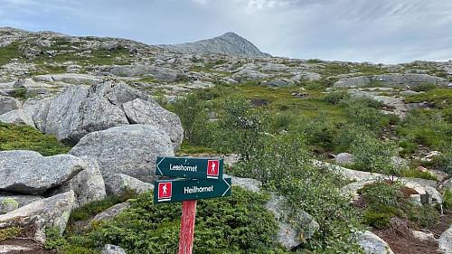 Stiskille er godt merket.Toppen Kula 770 moh.ligger der bak.