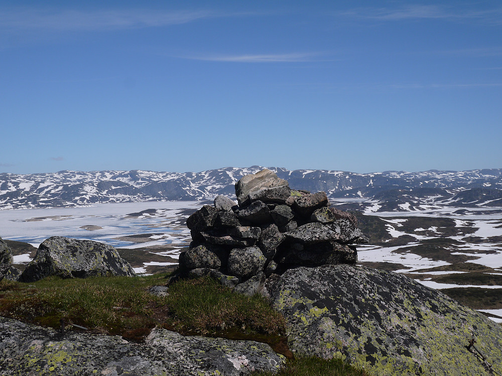 Vardevasseggen med Rosskreppfjorden og Urdalsnuten i bakgrunnen.
