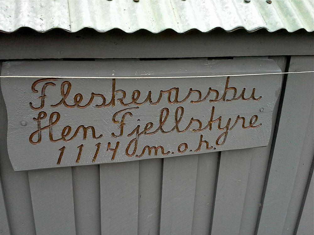 Fleskevassbu, lita hytte med akkurat plass til 2 sovande