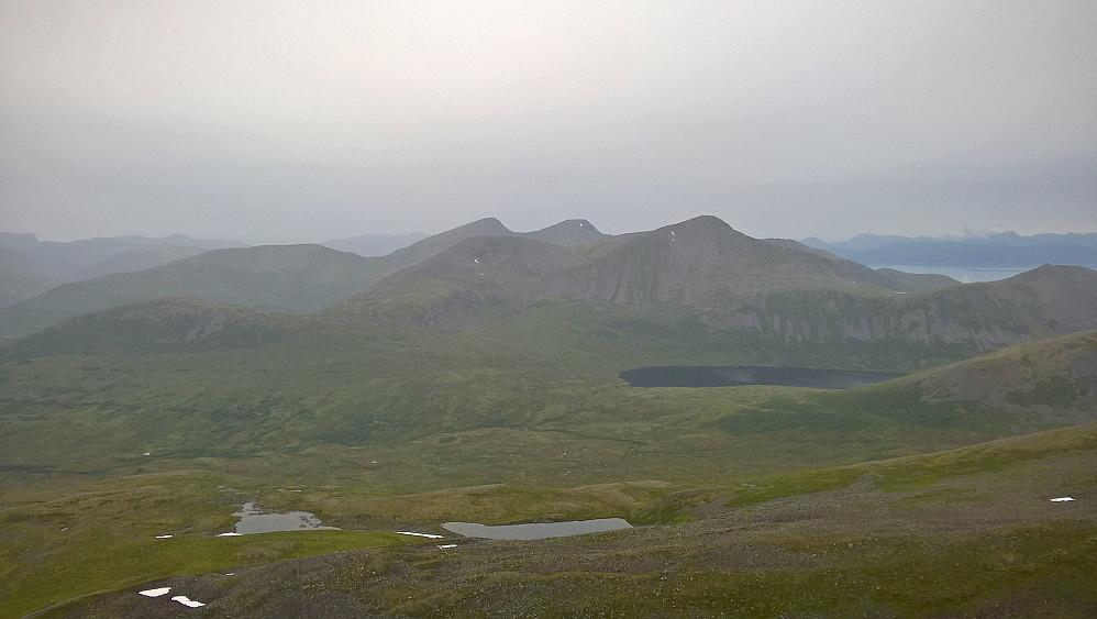 Frå Høgsvora nordover mot Trolltinden og Sprovstinden.