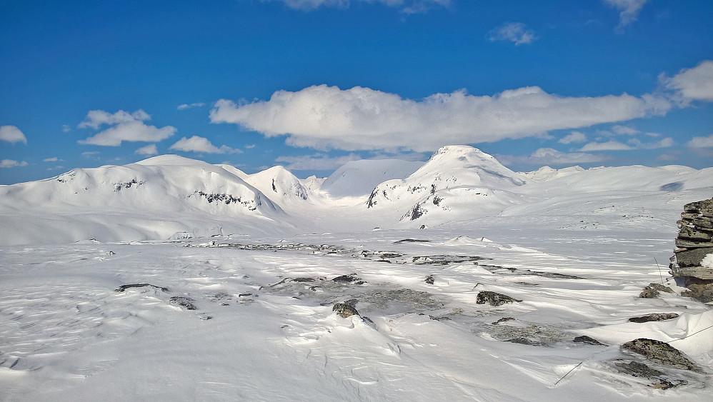 Frå Skarvskaregga mot Bjørnegga til venstre og Hånådalstinden til høgre