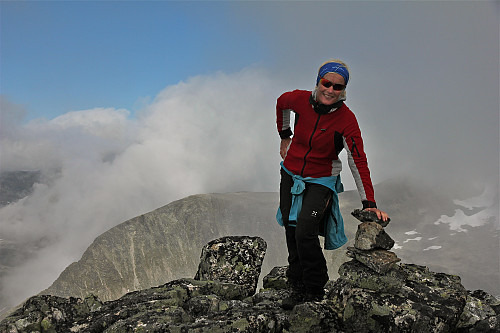 Lise stablar 3 steinar på Grjotkopphornet.