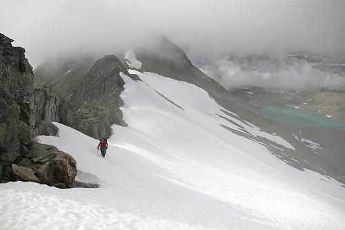 Mellom Grjotkopphornet og Vestre Illstigfjellet.