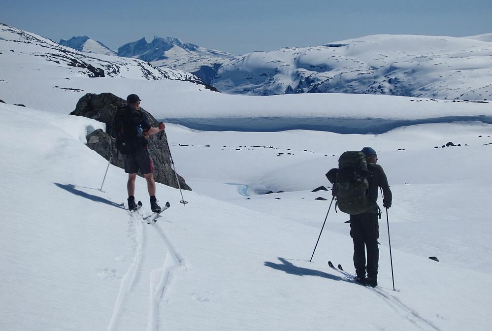 Jeg og Harald på transportetappen med kjære Hurrungfjell i bakgrunnen.