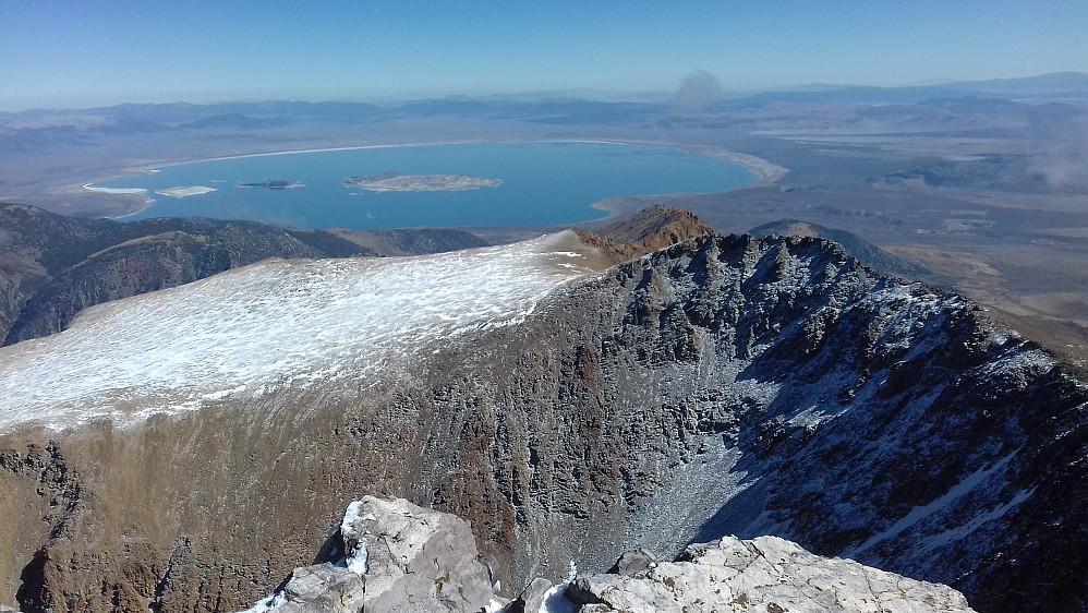 Mot den fascinerende Mono Lake som var et blikkfang fra Mount Dana.