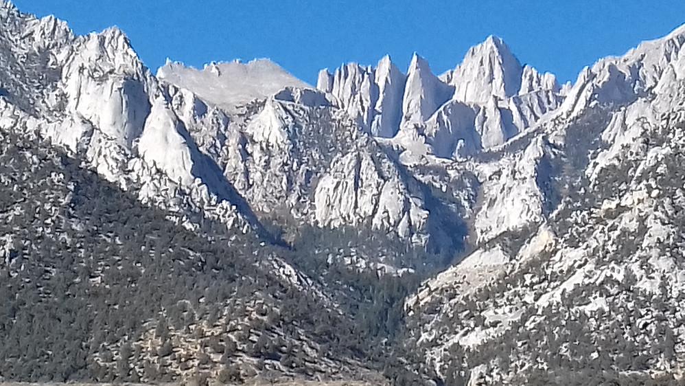 Mount Whitney og pinaklene til venstre, som et tørt lite stykke Patagonia!