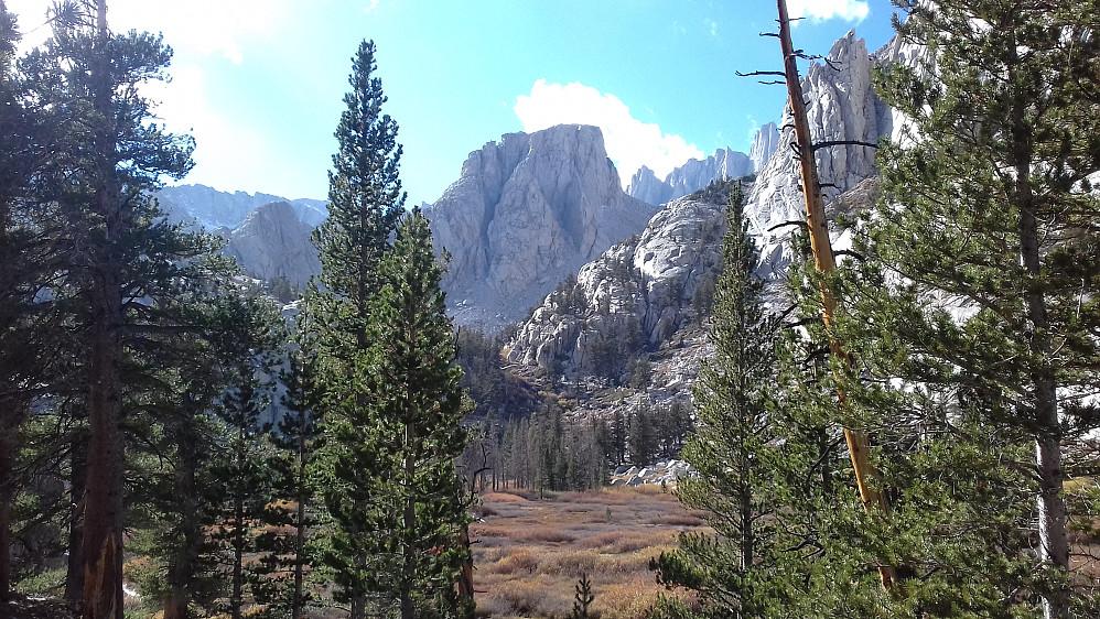 Avslutter med et bilde av området rundt Outpost Camp.