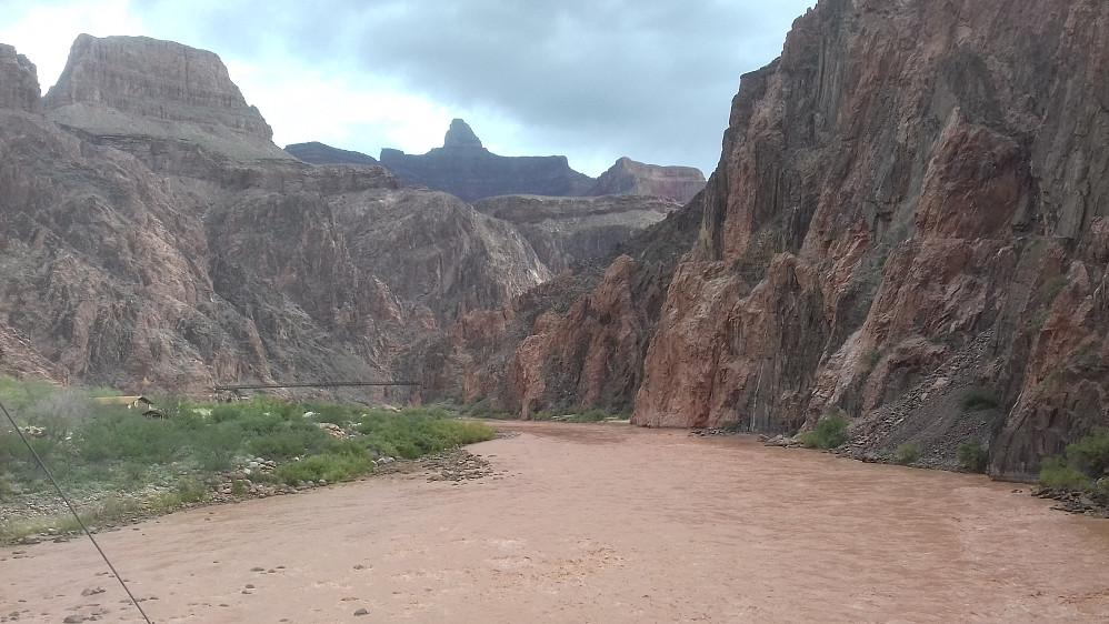 Colorado river med den lokale Juratinden jeg må finne ut navnet på.
