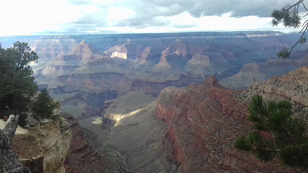 Grand Canyon sett fra et utsiktspunkt etter turen.
