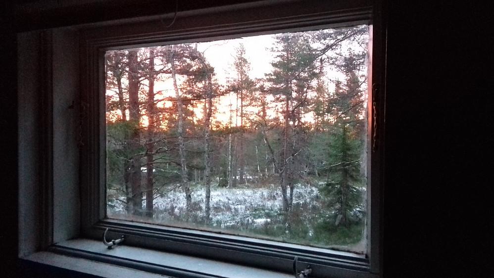 Tilløp til soloppgang på hemsen. Som vanlig i november er det ikke så fint vær i Oslofjordregionen som i Jotunheimen og Rondane.