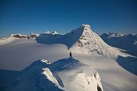 Bare å gi seg ende over! Et fantastisk arktisk eventyrlandskap som tåler sammenligning med det meste som er flott i fjellsammenheng. En vårskitur i samme område kan for meg umulig bli det samme etter dette...