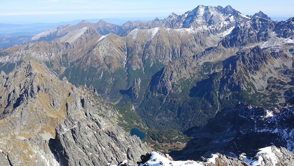 Herlig kontrast med dype og grønne daler og enkelte 2600-metringer.