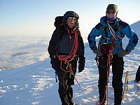 Gunnar og Sondre på kraterkanten. Gunnar har overgått seg sjøl og greid å gjennomføre noe han ikke trudde på underveis. Tøft av en 63-åring detta!