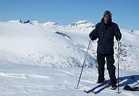 Godt å få på seg skia på Hellstuguflatene før ryggen smalner til.