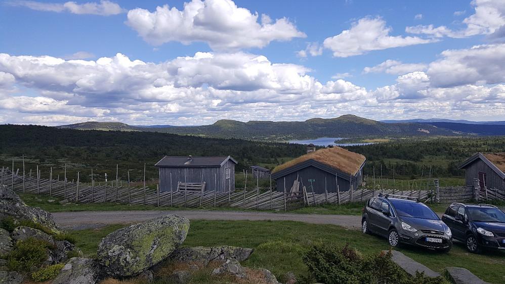 Gammeldalssetra til Holen, mot Killiknappen og Skjenafjellet