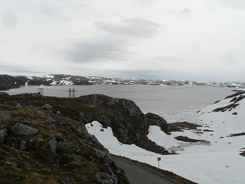 Undeknutvatnet som ennå har isrester i vikene.