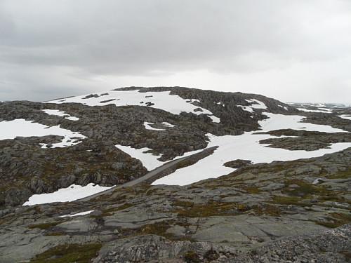 Sørover mot 1175-toppen NV for Storsteinheia.