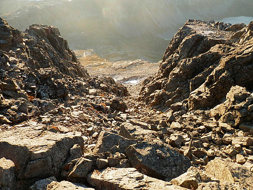 Gjekk ned denne renna i vestsida av Snota.