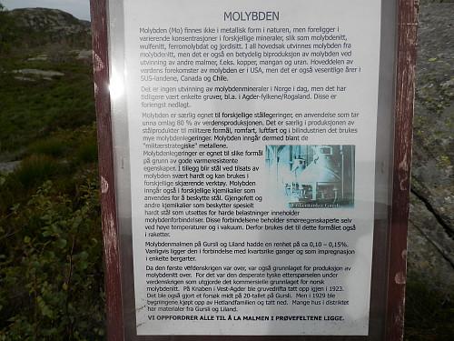 Infoskilt om gruvene i området.