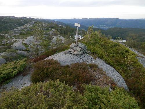 Trigpunktet på Solknuden med utsyn nordover.