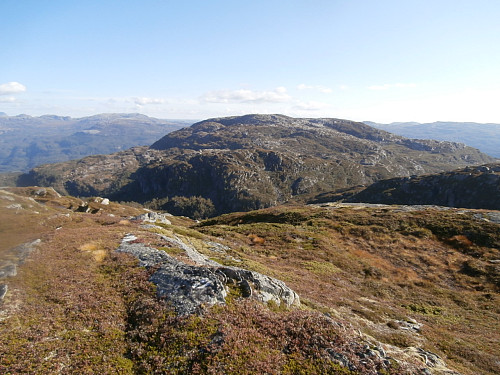 Sør-søraust mot Søthei med Hotleskornuten foran.