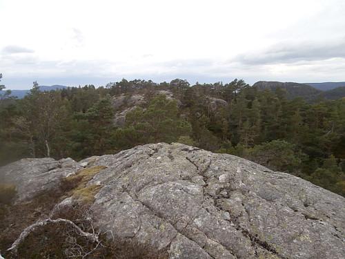 På 455-toppen aust for Kyrkjefjellet.
