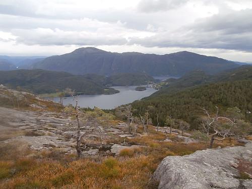 Sørover mot Gunlanuten og Herefjellet i bakgrunnen.