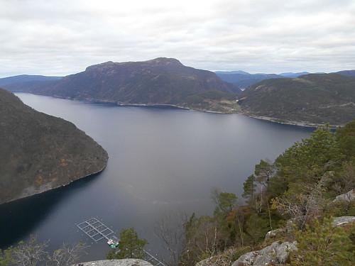Jøsenfjorden med Gunlanuten bak.