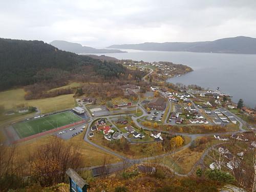 Utsikt over Hjelmeland på vestsida av Hjelmen.