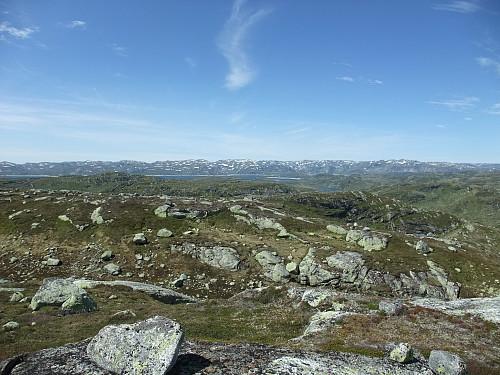 Vest-nordvest med litt av Rosskreppfjorden og Urdalsknuten bak t.h.