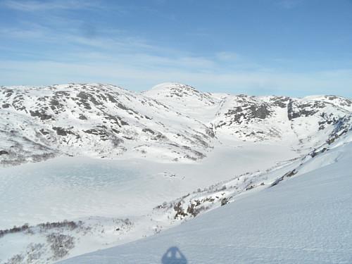 På 813-toppen med utsyn over Indrestølsvatnet.
