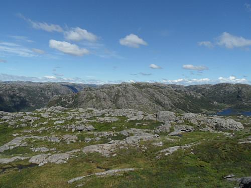 Austover mot Stokkafjellet og litt av Holmavatnet t.h.