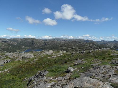 Søraust mot Rottofjellet og Lindefjellet 655 t.v. og Skykula 906 i det fjerne.